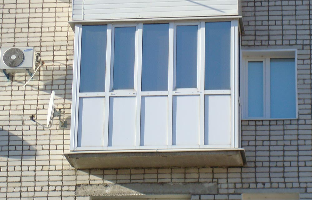 Полное остекление балкона.